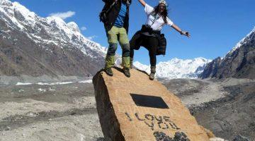 Carla a Rui během treku v ledovci Inylshek, Kyrgyzstán