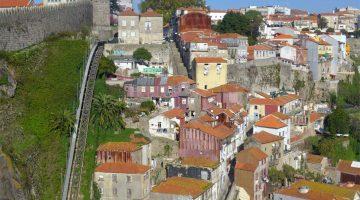 Vista da muralha Fernandina nos Guindais, Porto