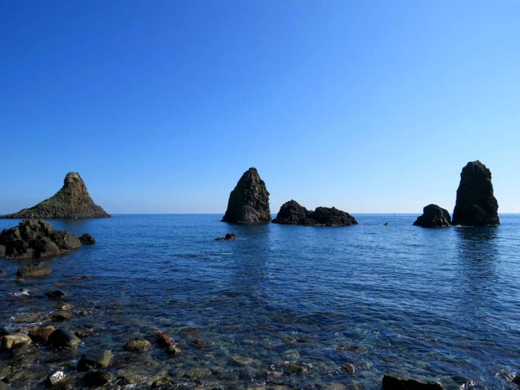 O que fazer na Sicília: visitar Farelhões de Acitrezza