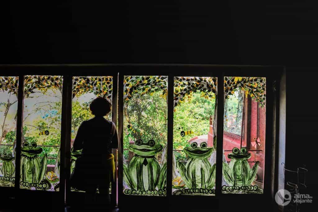 Sala de refeições do hotel Helga's Folly, em Kandy