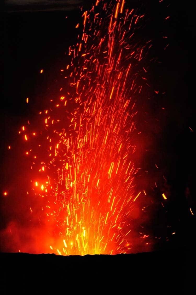 Yasur che erutta vulcano, uno