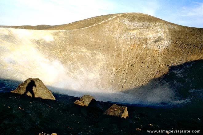 Cratera do vulcão da ilha Volcano, Itália