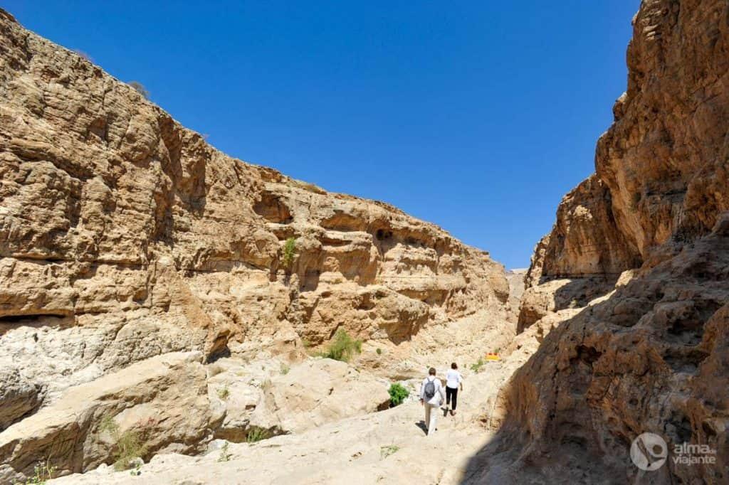 Trilho em Wadi Bani Khalid