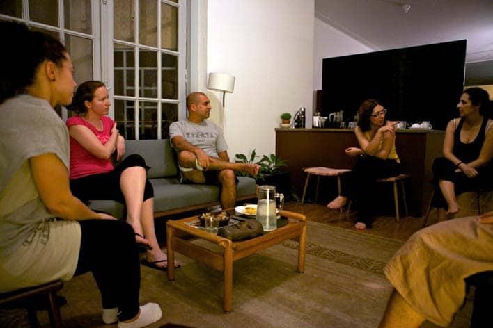 Depois da aula de yoga, a conversa fluiu para o tema das viagens