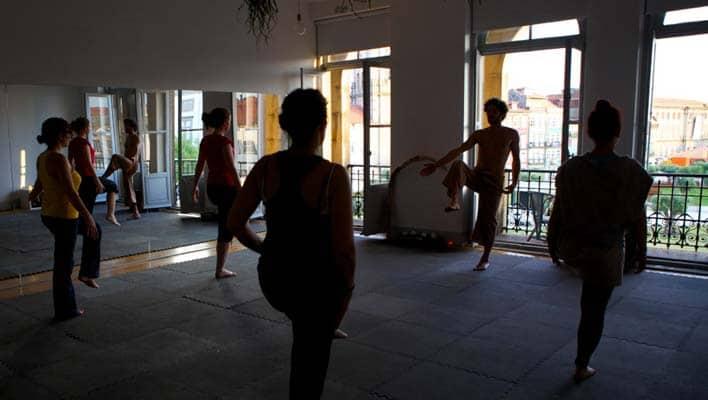 Yoga sobre o Porto