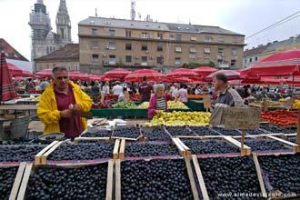 Mercado Dolac, no centro de Zagreb, capital da Croácia