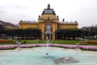 Fachada do Palácio de Exposições de Zagreb